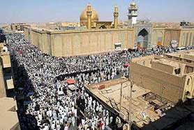 Peziarah di Masjid Imam Ali, Najaf, Irak