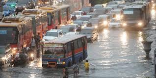 Lalu lintas saat banjir di Jakarta
