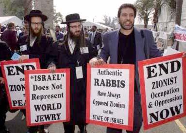 Massoud Sadjareh dalam Demo menentang zionism, di Durban (Sumber: http://www.inminds.co.uk/durban-conference.html )