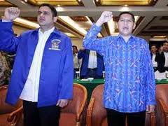 Ketua Umum Partai Demokrat  Anas Urbaningrum dan tokoh Demokrat yang terbukti korup Nazaruddin: menurunkan elektabilitas partai pada pemilu