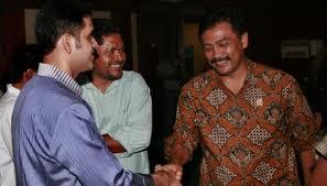 Andi Mallarangeng dan Nazarudiin  (foto Tempo):  akibat ulah keduanya dan tokoh lainnya kepercayaan rakyat pada Partai Demokrat menurun.