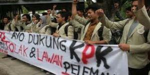 Demo mendukung KPK: awalnya pelanggaran etika, lalu pidana.