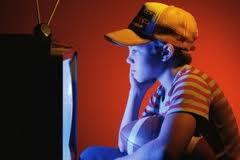 Anak heavy viewers menonton TV dari dekat: copy cat violence?