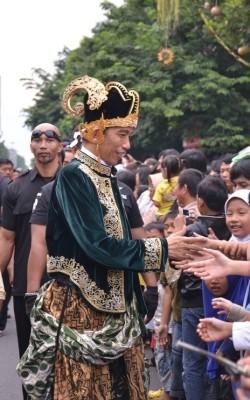 Jokowi: pencitraan atau empati kepada rakyat banyak?