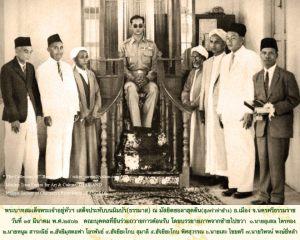 Ketika Raja Bhumiphol mengunjungi Masjid di Nakhon Si Thamarath, Thailand, 54 tahun silam.