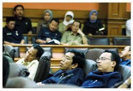 Cerminan rapat di DPR  - tidur dan melawak...