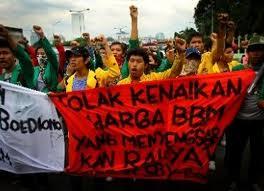 Protes rakyat di luar parlemen: perbaikan nasib masyarakat Madani.