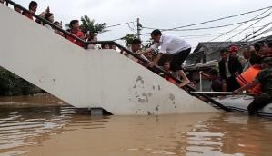 Jokowi di tengah banjir Jakarta