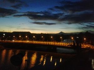 Hidup adalah pantulan yang kita perbuat. (Foto suasana subuh di sekitar jembatan Penayung, Banda Aceh. Copyright: Syafiq Basri).