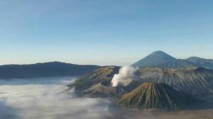 Gunung Bromo; salah satu cerita dalam blog berikut ini:  https://goestotravel.wordpress.com/2015/10/12/230/