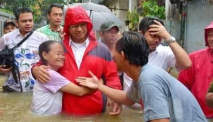 Anies kunjungi wilayah banjir - saat Jkta husan - foto Viva