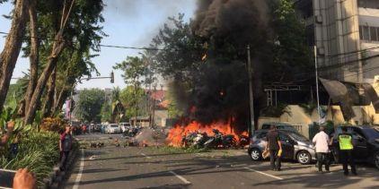 Bom-bunuh-diri di gereja Surabaya