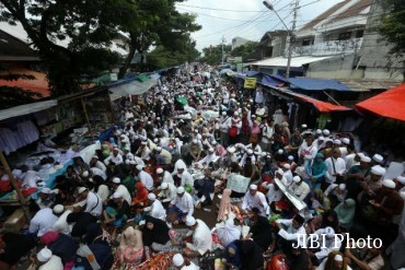 Suasana jalanan saat haul Hb Ali Alhabsyi, Solo